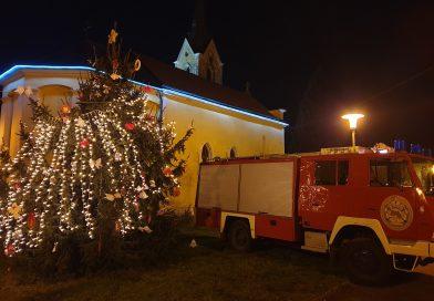 Ukrašavanje bora na Trgu sv. Ivana u G. Desincu