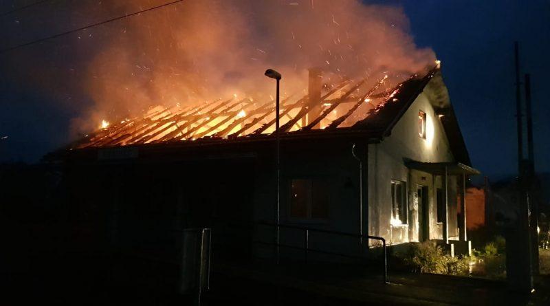 Desinečki vatrogasci intervenirali na požaru objekta željezničke stanice u Donjem Desincu